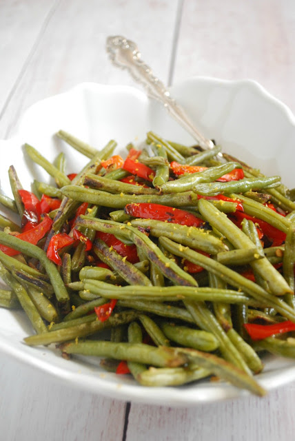 Easy Roasted Green Beans with sweet peppers and garlic!