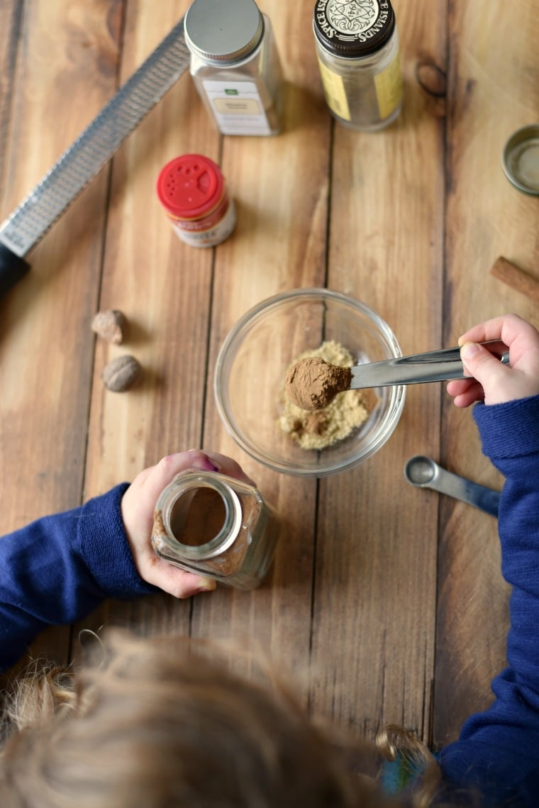 Measuring Spices - Get your kids in the kitchen