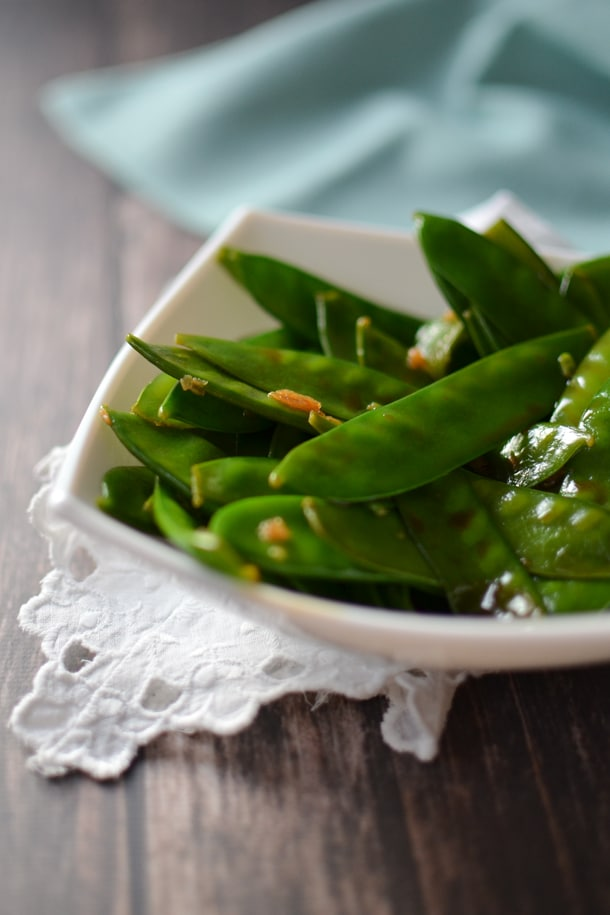 snow peas in bowl