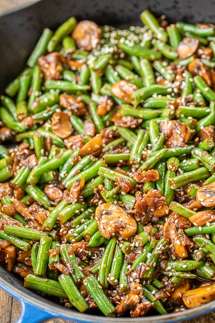 close up of green beans with mushrooms and teriyaki sauce