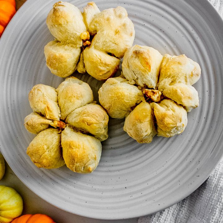 overheat image of three dinner rolls shaped like pumpkins